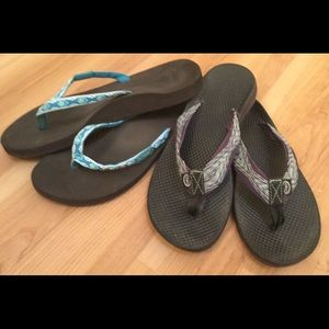 2 pair summer beach flip flops!